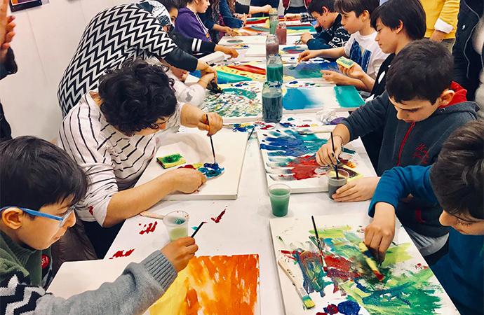 Otizmli çocuklar resim sergisine hazırlanıyor
