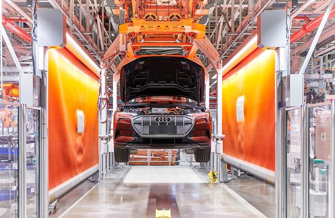 Audi'nin yeni elektrikli araçlarını ürettiği fabrikası doğayla uyumlu hale geliyor