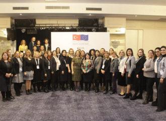 İzmirli kadın girişimciler, İş Dünyasında Kadın İletişim Ağı projesi kapsamında buluştu
