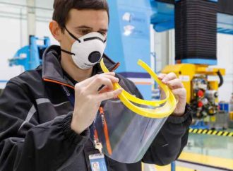 Airbus, sağlık çalışanları için 3D baskı yüz koruma siperi üretiyor